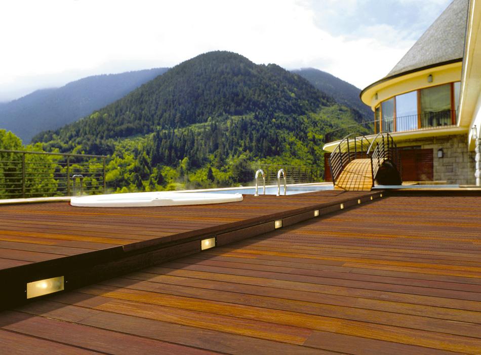 Pavimenti esterni in legno decking in ticino for Terrazzo legno