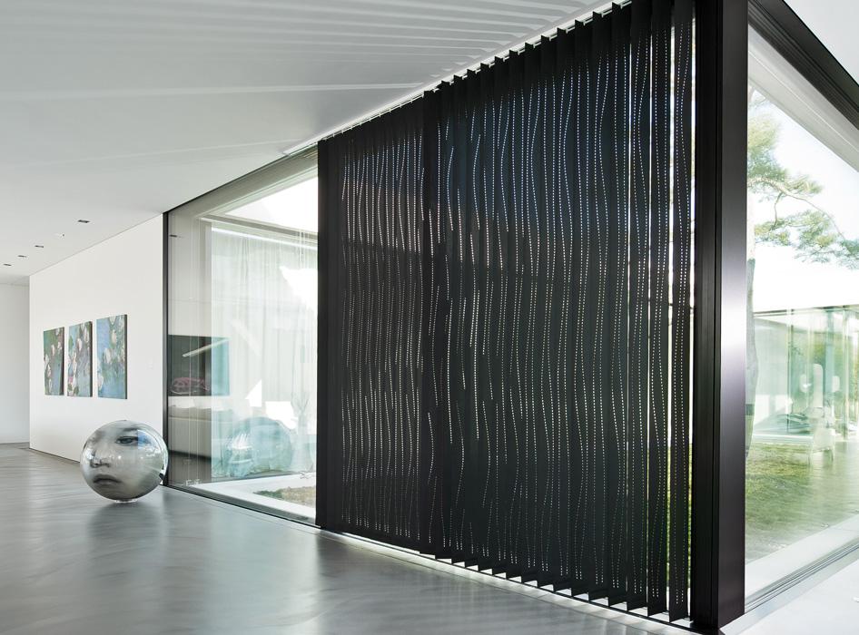 Lamelle verticali colin nere creation baumann h ssig for Tende a righe verticali