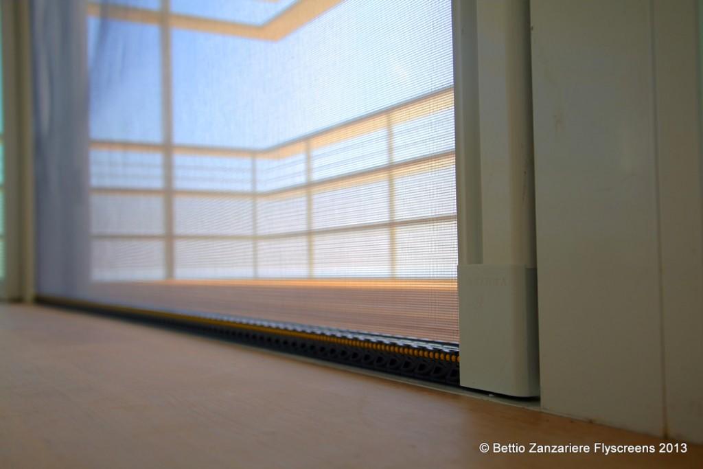 Zanzariere per porte e finestre in ticino for Zanzariera porta finestra